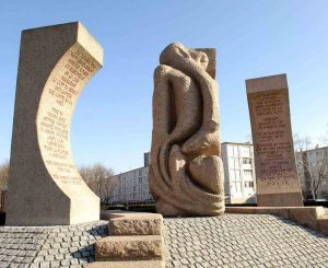 Shelomo Selinger Monument, to perpetuate the memory of the Jews imprisoned in the camp of Drancy