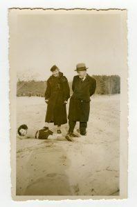 Photographie de famille, Georges et Hélène avec Alain, vers 1935 © MDS / Coll. part.